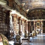A mais bonita biblioteca do Mundo: a Biblioteca Clementinum em Praga